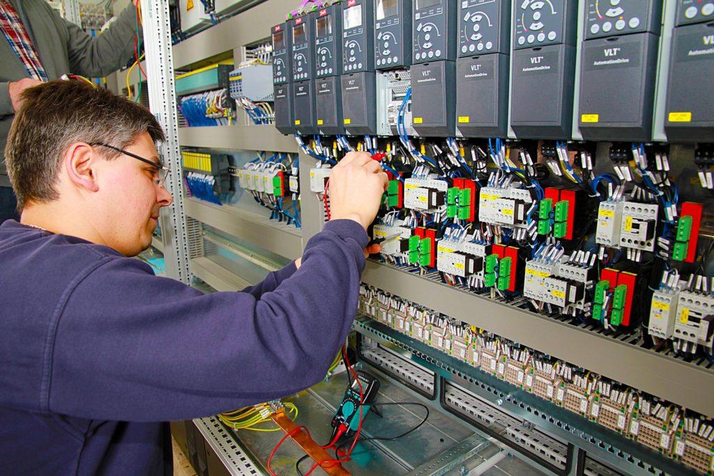 Seriws automatyki falowników wentylatorów sterowania. Serwis klimatyzacji naprawy przeglądy